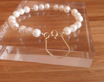 SOLD -9ct Gold and Freshwater Pearl Bracelet