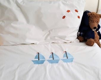 White Cotton Duvet Cover and Pillowcase Set with Embroidered Boat Design in Junior/single bed size