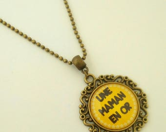 "Necklace bronze yellow and black: ""A MOM in gold""."