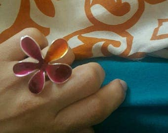 Beautiful adjustable flower ring