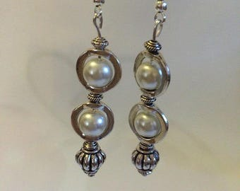 Earrings Silver earrings with ivory pearls
