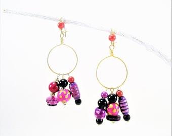 Super-Stylesboucles on earrings, ethnic, / earrings/dangling earrings, fuchsia tones and black.