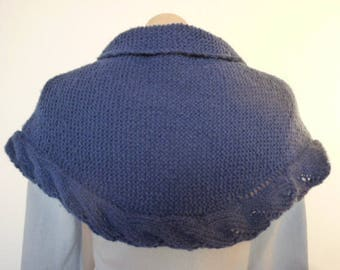Small shawl, shawlette, blue, hand knitted, lined with a perforated band