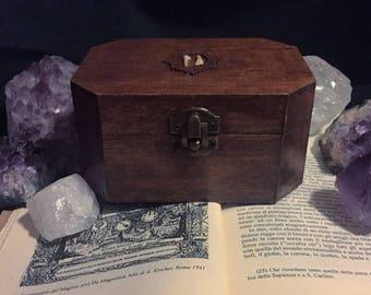 Esoteric box with real teeth of roe (Cofanetto in legno con veri denti di capriolo ) Taxidermy art