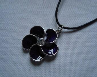 Purple flower pendant necklace