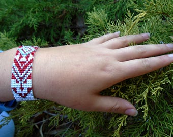 Geometric bracelet red blue Lustred