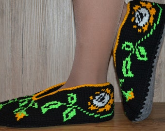 Black women slippers with flowers-Hand knitted colorful slippers-Best house women slippers-Women gift-Sturdy felt sole-Warm-Comfortable-Soft