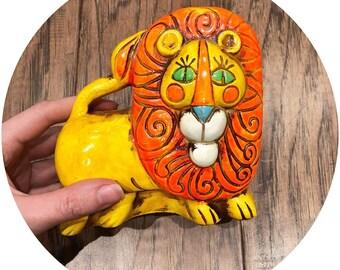 Retro ceramic lion, 1960s bank, vintage lion figurine