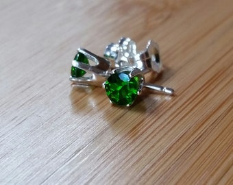 Chrome Diopside earrings 4mm