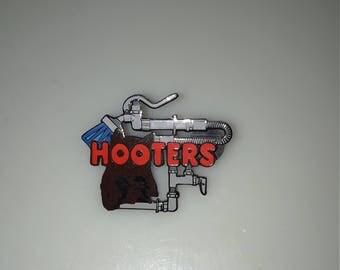 Hooters Wash Pin