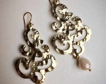 Big pendant earrings with river Pearls