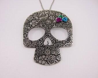 Big Sugar skull necklace in rockabilly style