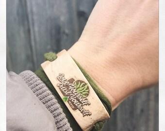 Bracelet made of wood for individualization