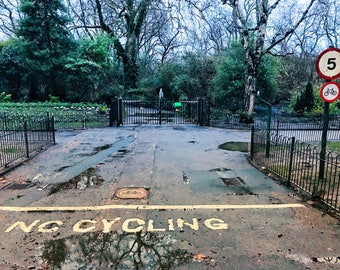 Conundrum for Cyclists in St James' Park in London