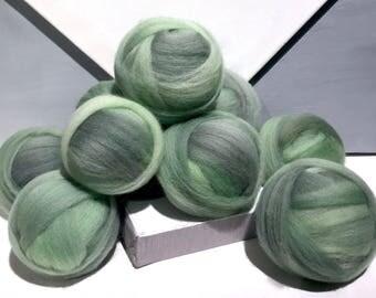 "Grey green wool roving ""Sencha"" Felting wool, Spinning Fiber, grey green wool, green tea, light green grey wool roving"