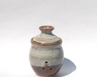 Garlic Keeper Storage Jar - Coffee Latte Glaze