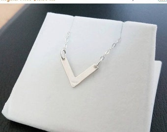 ON-SALE Dainty Chevron Necklace - V Necklace, Sterling Silver Necklace, Delicate Necklace, Geometric Necklace, Everyday Jewelry