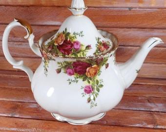 Vintage Royal Albert Bone China Old Country Roses 1962 ,Beautiful Tea Pot, Mint Condition Tea Pot