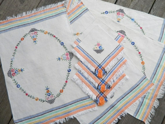 Set of 4 Vintage Linen Napkins and Placemats with Basket of Flowers Embroidery