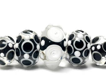 ON SALE 35% OFF Handmade Glass  Lampwork Bead Sets - Five Graduated Black & White Rondelle Beads 10202111
