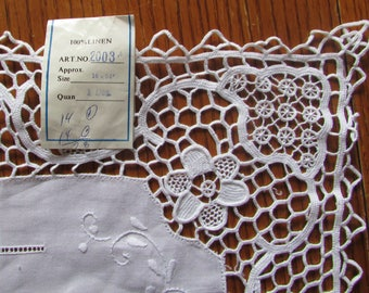 White  Table runner linen and lace embroidered flowers 54X16