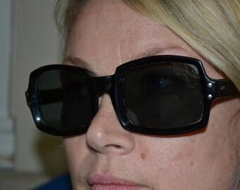 Vintage 80s Sunglasses, Black Frame, Large, Unisex, Square Cut Frame