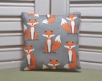 "Foxes, lavender sachet, woodland animal, scented desk and drawer sachet, kid's room, 4"" by 4"" size, 100% dried lavender for a fresh scent"
