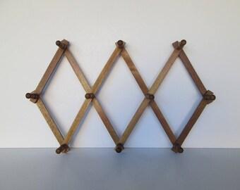 Accordion Wood Wall Peg Rack