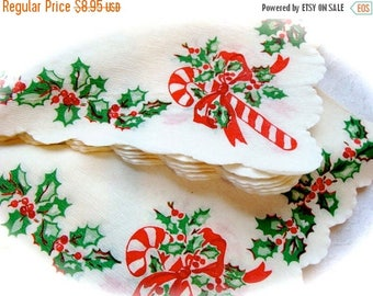 ONSALE Vintage Kitsch Christmas Scalloped 1950s paper napkins. 10 Count
