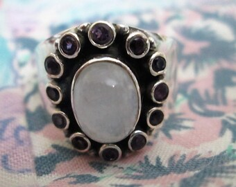 RING - MOONSTONE - AMETHYSTS   -  Oval -  925 - Sterling Silver - size 8 - moonstone435