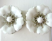Vintage Sarah Coventry silver and white flower cocktail earrings (B4)