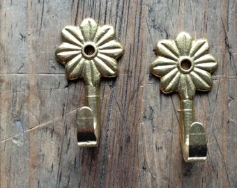 1 Flower Brass  Small Hanger  Wall Hooks || Towel hanger || Hardware pair || Vintage solid brass cloth hangers || clothes rack