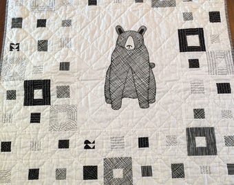 Baby quilt, quilt, boy or girl quilt, baby gift, black and white quilt, bear quilt, hand quilted, crib/stroller quilt, toddler quilt