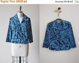 ON SALE 1940s Blouse - Vintage 40s Top - Blue Black Rose Print Jersey w Novelty Rose Buttons Shirt XL Xxl - Tornado Rose Blouse