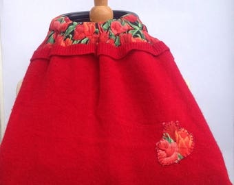 SALE Handmade red felted wool purse lined with red and black tulip tulips flower floral fabric. Hand appliqued detail Black wood handles Upc