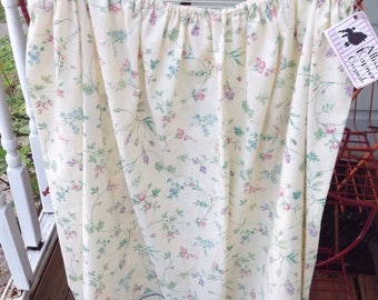 SALE Handmade floral skirt. Made from a vintage sheet.  One size. Elastic waist. Eyelet hem. Handmade vintage. Floral sheet. Vintage linens.