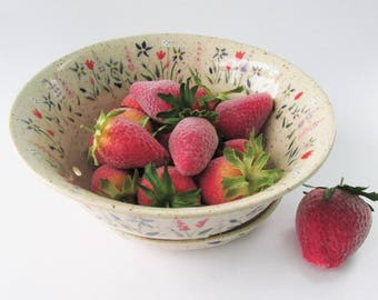 Berry Bowl with tray, Pottery Berry Bowl, Ceramic Berry Bowl, Stoneware Berry Bowl, Pottery Fruit Bowl, Floral Ceramic Colander - Strainer