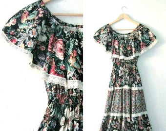 Vintage 70s floral sundress / lace trim tiered Hippie dress / Folk Festival Boho Summer sundress