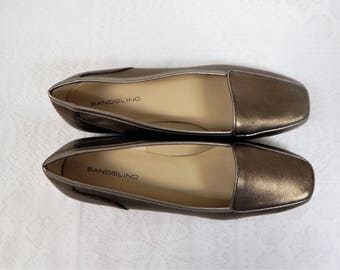 Bandolino Bronze Flat Slip on Loafer Style Womans Shoes Size 8 1/2 N  Never Worn
