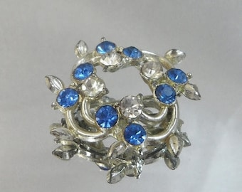 SALE Vintage Rhinestone Brooch. Blue and Clear Cluster.