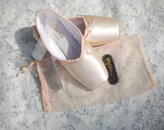 BALLET POINTE SHOES pair for crafts ships tomorrow satin leather unused old stock bag  decor display photo prop embellishment Sansha Freed