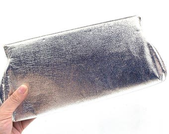 vintage 60s 70s silver lame clutch evening bag purse small rectangular slim metal frame womens fashion accessories formal classic chic foil