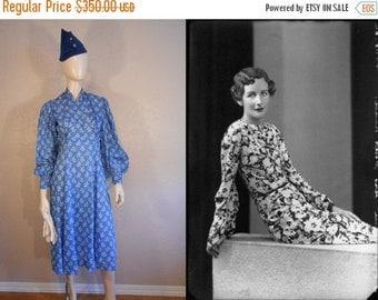 Anniversary Sale 35% Off The Pursuit of Love - Vintage 1930s Cerulean Blue Print Lightweight Cotton Blouson Dress - 2/4