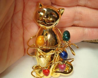 1996 Golden Kitty Cat Tangled UP in  the Christmas Lights Pin.
