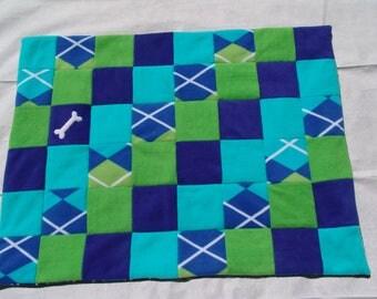 Medium fleece dog blanket - turquoise/blue argyle