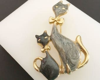Mother and Baby Cat Brooch, Vintage Jewelry, Animal Jewelry, Cat & Kitten Pin, Gold Tone, Cat Jewelry, Gift for Mother, Cat Lover, Two Cats