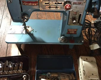 Vintage Stradivaro Radi-o-matic Streamliner Automatic Zig-Zag Sewing Machine Japan