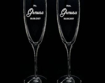 2 Champagne Toasting Flutes Set of 2 Mr & Mrs CRYSTAL CHAMPAGNE Flute Glasses 6.4oz Gifts Newlyweds Bride Groom Bridal Wedding Shower Gifts
