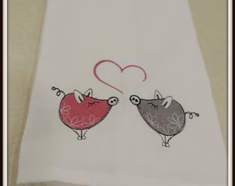 Pig towel, Pig love towel, pigs in love, love my pig, pig love, pig lover gift, farm life towel