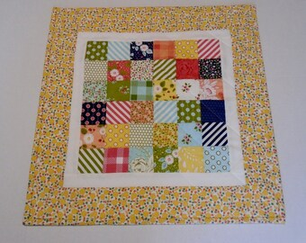 Quilted Table Topper Retro Style, Handmade Patchwork Table Quilt, Quilted Table Runner, Quilted Candle Mat, Vintage Look Floral Table Quilt